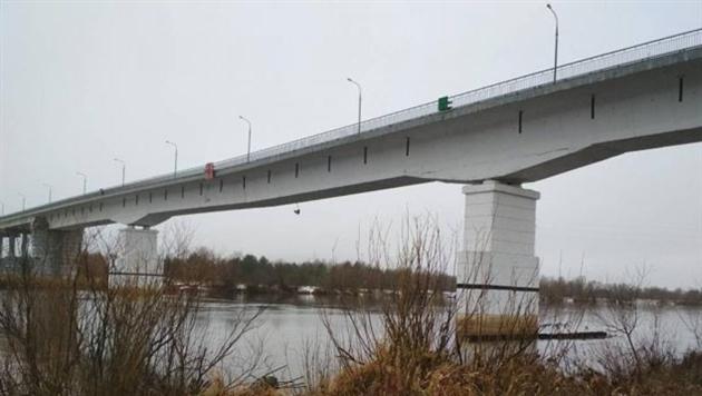 В Житковичском районе просел и треснул автомобильный мост через Припять