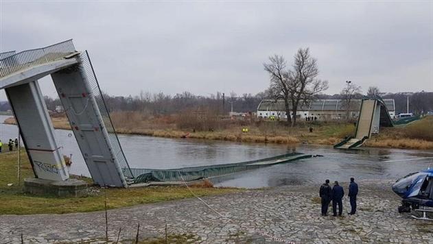 В Праге рухнул пешеходный мост, есть пострадавшие
