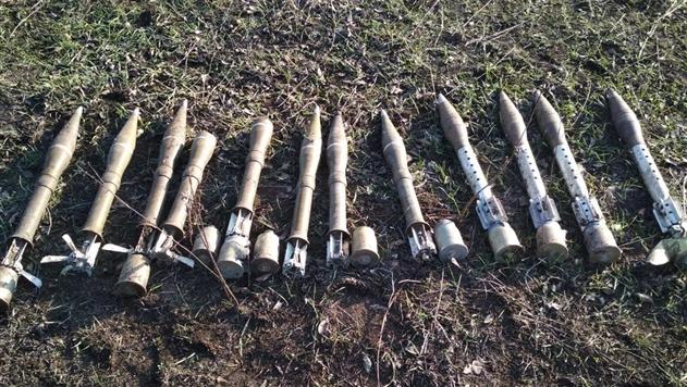 В Донецкой области нашли тайник с оружием из России