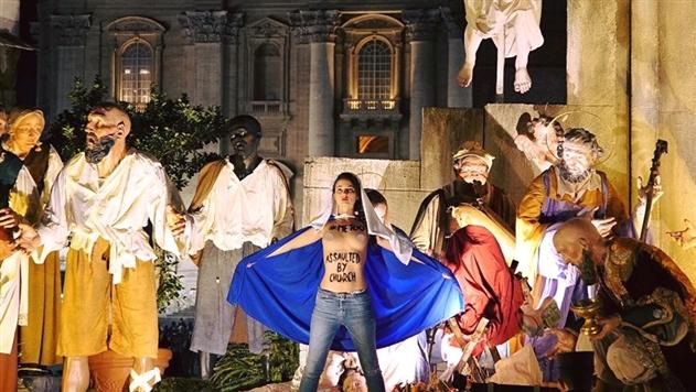 Активистка Femen разделась в Ватикане