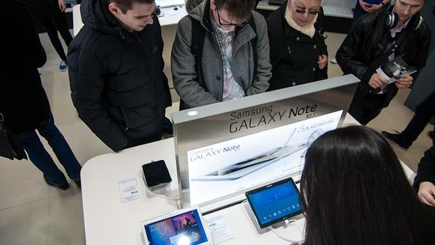 В ТРЦ Galleria открылся новый фирменный магазин Samsung