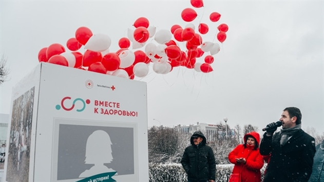 Фотовыставка на тему ЗОЖ проходит около крупных заводов Минска