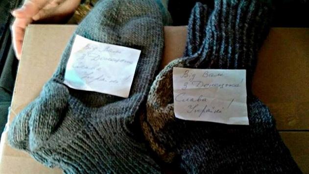 Жительница Донецка связала украинским военным теплые носки