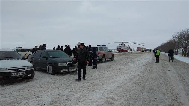 Вертолет Князева полностью заблокировал движение на трассе